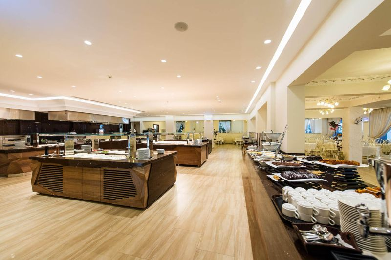 04_Main-Restaurant-Buffet-Dining-Bars-1